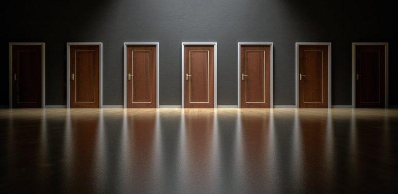 6 rad, které vám pomohou s výběrem a koupí bezpečnostních dveří