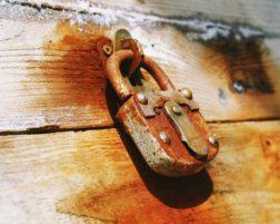 Cena bezpečnostních dveří – aneb platí pravidlo čím dražší, tím lepší?